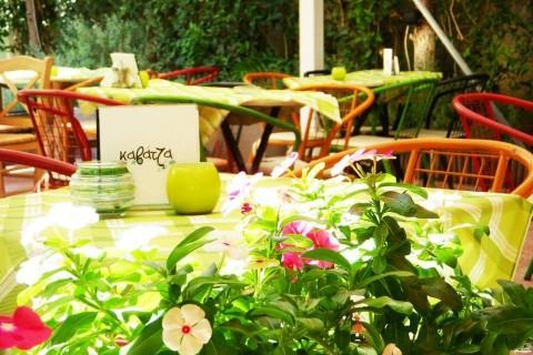 Ο καλοκαιρινός κήπος του μεζεδοπωλείου